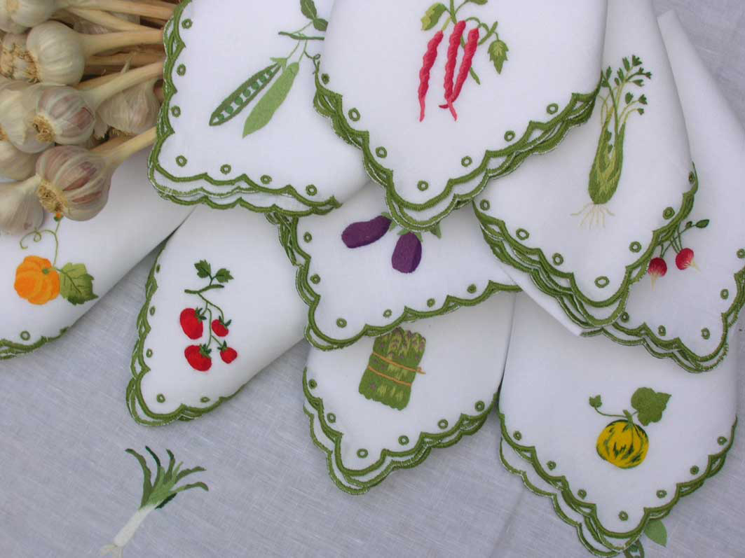 Simple hand embroidery designs for tablecloth - Tablecloth And Napkins